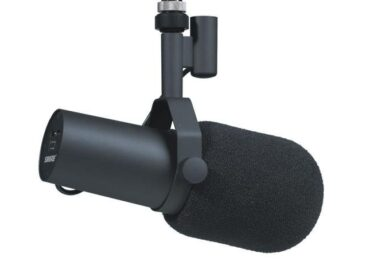 What microphone is the best for recording podcasts?